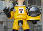 A Fukushima, la statue d'un enfant en équipement de protection contre la radioactivité