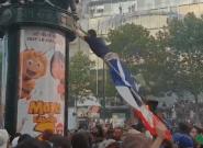 Coupe du monde: Sauter sur une colonne Morris (et se rater), nouveau sport national