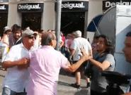 Españolistas intentan agredir a varios periodistas en los homenajes del