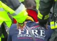 Florence: les images émouvantes des pompiers priant pour une mère et son bébé tués dans