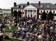 Donald Trump reçoit des dizaines de motards venus lui demander