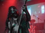 Cette musicienne nous prouve qu'on peut avoir une barbe et être une