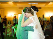La sorpresa de estos cinco hombres en la boda de su hermana como homenaje a su difunto