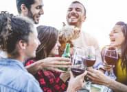 ¿Es mejor tomar vino antes de la cerveza o al revés para evitar la