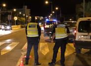 Detenido por circular con su mujer embarazada sobre el capó del coche tras una