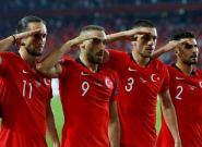 Ce salut militaire de joueurs de l'équipe de Turquie va être