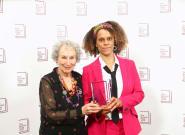 Μάργκαρετ Ατγουντ και Μπερναρντίν Εβαρίστο μοιράστηκαν το βραβείο Man