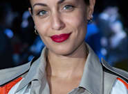 Hiba Abouk luce curvas de embarazo con un ajustado