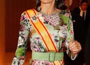 Tocado, despliegue de joyas y flores: el arriesgado 'look' de Letizia en