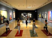 Γιόγκα ανάμεσα σε έργα τέχνης στο Μουσείο του Ιδρύματος Βασίλη & Ελίζας