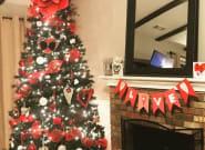 Κι όμως, διακοσμούν το χριστουγεννιάτικό τους δέντρο με καρδούλες για τον ΄Αγιο