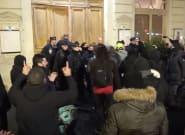 Macron, evacuado durante una representación teatral por la protesta de los 'chalecos