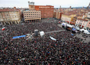 El movimiento de 'Las sardinas' congrega en una manifestación a casi 40.000 personas contra Salvini en