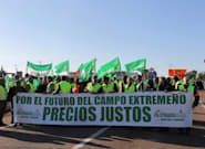 El campo se paraliza en Extremadura y Andalucía en protesta por los bajos precios en origen de sus