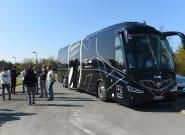Coronavirus: des soignants dans le bus des Girondins de Bordeaux en route pour le Grand