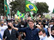 Bolsonaro s'offre un bain de foule malgré le coronavirus au
