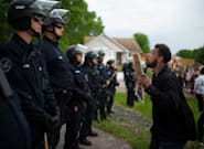 Detenido el policía acusado de matar a un hombre negro en