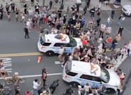 Dos coches de la Policía atropellan a varios manifestantes en Nueva