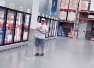 Cinco millones han visto ya lo que hace este hombre en unos grandes almacenes: ojo al final del