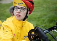 El joven Pedro Vázquez culmina el Camino de Santiago en su bicicleta adaptada con la ayuda de Becas