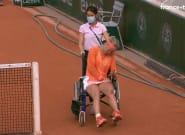 À Roland-Garros, Kiki Bertens quitte le terrain en fauteuil