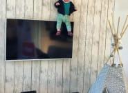 Ce papa belge met en scène sa fille dans des situations