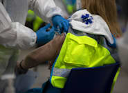 Madrid suspende el plan de vacunación a los sanitarios por falta de