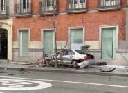 Una persecución por el centro de Madrid acaba con un coche estrellado contra una farola y siete