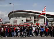 Indignación por las imágenes de centenares de aficionados del Atlético reunidos frente al Wanda