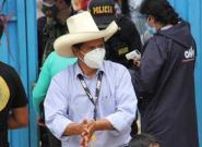 El izquierdista Pedro Castillo pasaría a segunda vuelta en las presidenciales de Perú, según los primeros recuentos