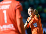Stéphanie Frappart va devenir la première femme à arbitrer un Euro
