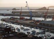 Pêche post-Brexit: le Royaume-Uni envoie deux bateaux au large de