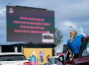 Ανοίγουν στη Βρετανία οι πρώτοι κινηματογράφοι «Drive In, Sit