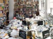 Cette photo de bureaux en désordre parle à