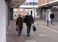 Reino Unido reabre desde el lunes el interior de la hostelería y permite los abrazos entre