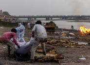 En Inde, des victimes présumées du Covid-19 s'échouent dans le