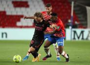 El Madrid vence al Granada (1-4) y sigue vivo en la pelea por el