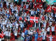 Christian Eriksen encouragé par les supporters de