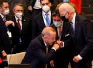 La foto de Biden y Erdogan que da la vuelta al mundo: no es lo que