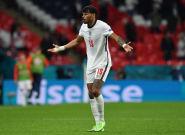 Inglaterra deja pasar una oportunidad y se jugará todo en la última