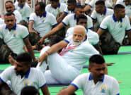 Faire du yoga face au Covid? En Inde, l'idée est vantée par le premier ministre