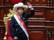 Pedro Castillo jura como presidente de Perú recalcando su objetivo de lograr una nueva