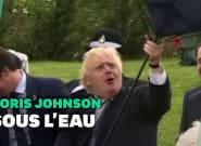 Boris Johnson ne sait toujours pas tenir un parapluie et c'est