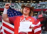Gana el oro, hace récord olímpico y el cartel que saca ya es uno de los momentos de los