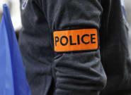 Un homme armé arrêté près d'une église à