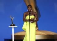 Η Μικαέλα Κοέλ αφιερνώνει το βραβείο Emmy σε κάθε επιζώντα σεξουαλικής