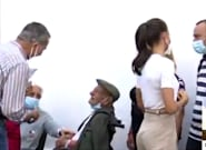 El llamativo gesto de Felipe VI con un anciano de La Palma: su cara lo dice