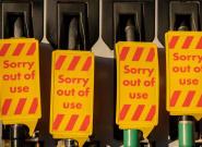 Londres moviliza a sus militares para conducir camiones con gasolina ante el