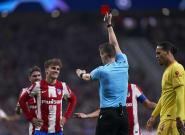 El Atlético se ahoga en la orilla y con polémica ante el Liverpool