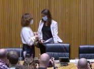 La secretaria de Estado zanja la polémica y muestra el bolso que lleva realmente Irene